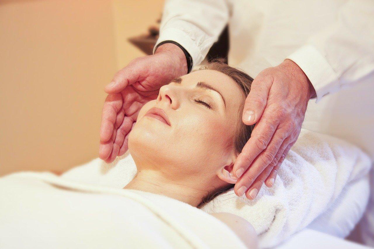 wellness, massage, reiki-285590.jpg